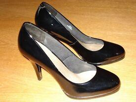 Ladies black patent shoes size 5
