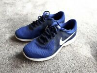 703c9ccbbbf58e Nike Blue and Navy size 6.5 trainers