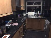 Double/Single room in Crawley/Gatwick, Langley Green Near Manor Royal. Near No. 10 bus