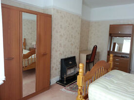 Fully Furnished Double Room (All Bills Included ) Available in 5* Luxury House *Near Town , Fenham *
