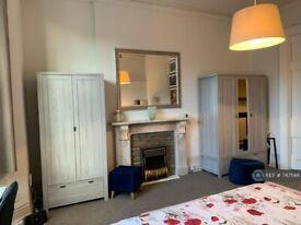 1 bedroom flat in St. Margarets Road, Twickenham, TW1 (1 bed) (#747544)