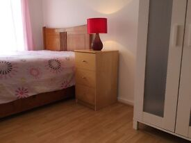 Tidy, spacious and bright double room to share in Sutton. All the bills included.