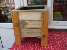 SQUARE WOODEN GARDEN PLANTER [NEW] 16 INCH SQ