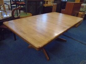 large pine extendable table seats 6 to 8