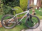 "Land Rover Zamora discovery 21 speed mtb,17"" frame,26"" wheels,suntour front suspension,Shimano thumb"