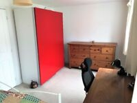 Nice clean and bright double room to let in Slough short or long stay