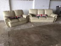 CREAM LEATHER SUITE 3+2 IN EXCELLENT CONDITION FREE LOCAL DELIVERY AVAILABLE