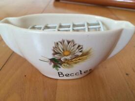 Daisy bud vase