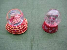Two Novelty Snow-Storm Paper Weights - 2 for £3.00
