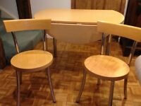 Round kitchen table and 2 chairs
