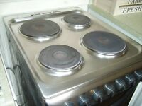 Electric cooker, Indesit, oven, grill, 4 ring hob works perfectly