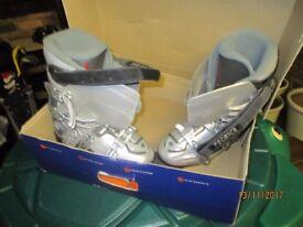 Ski boots ( ladies ) size uk 6.5