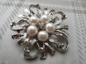 29 Silver brooches