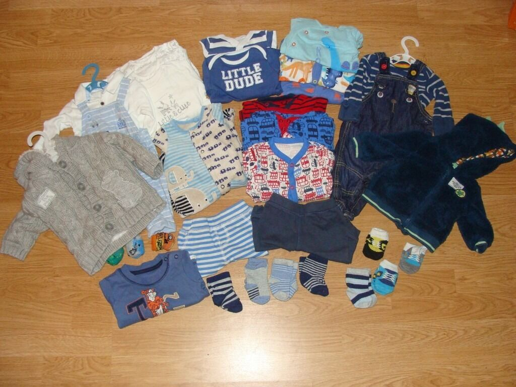 Winter Baby Boys Clothes Bundle 0 3 monthsin Southsea, HampshireGumtree - Winter Baby Boys Clothes Bundle 0 3 months This bundle is made up of matching sets including 2 x dungarees with matching long sleeved vests 1 x T shirt 2 x Tracksuit trousers 1 x fleecy baby grow 2 x hooded jackets 1 x set of reindeer themed sleep...