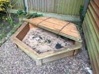 1.5m Hexagonal sand pit with lid