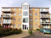 Beautiful 2 Bed Flat with Parking opposite Wardown Park, Close to Town Centre, Train Station, No DSS