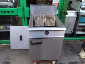 GAS FRYER TWIN BASKET CATERING COMMERCIAL CAFE RESTAURANT KEBAB FISH AND CHIPS HOTEL KITCHEN PUB BAR