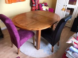 Solid Oak Round / Oval Extendable table & 6 chairs 4 leather & 2 fabric
