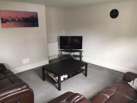Large room to rent in Dunstable town center £450pcm, all bills included