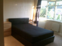 SPACIOUS DOUBLE ROOM FOR SINGLE OCCUPANCY Stoneleigh, Epsom. Nr Station