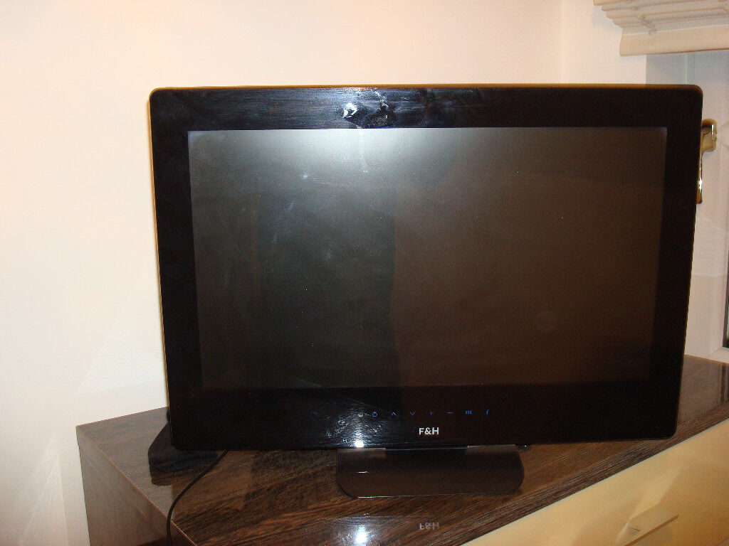 26 INCH TELEVISION WITH BUILT IN FREEVIEW WITH HDMI AND SCART SOCKET