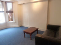 1 DOUBLE BEDROOM GARDEN FLAT/GOOD SIZED RECEPTION/SEPARATE KITCHEN/PAVED GARDEN