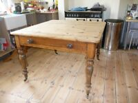 Gorgeous antique kitchen pine table (1880)