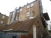 Large 2 bedroom flat above shop in Forest Hill close to the stn. DSS welcome