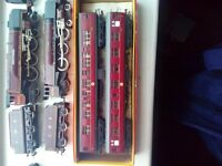 2 OO DUCHESS LOCOMOTIVES(1 DI CAST METAL) AND 6 EXCELLENT COACHES