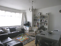 THREE BEDROOM FLAT WITH GARDEN IN HENDON CENTRAL