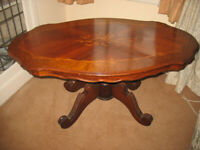 Oval inlaid marquetry coffee table on centre column with 4 legs, vintage