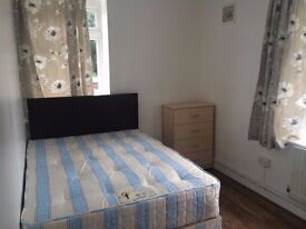 _Double bedroom in East London. VERY WELL connected area!!!!_