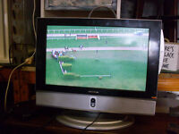 """17"""" flatscreen LCD TV with built in DVD player, incs powered antenna and signal amplifier"""