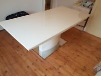 Hi gloss dinibg table with chairs