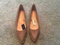 Ladies leather shoe size 6 1/2 tan colour