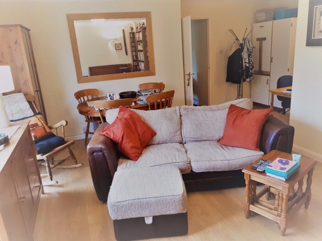 Good sized 1 bed flat overlooking garden and within walking distance of Wimbledon
