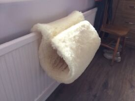 Tubular fake fur radiator bed for cat
