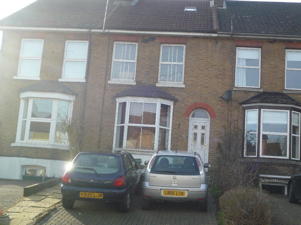 LARGE DOUBLE ROOM MAIDSTONE FOR SHORT LET UNTIL 30 JULY AT £450 INCLUDING UTILITIES AND BROADBAND