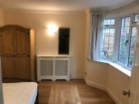 A DOUBLE ROOM INC ALL BILLS AND WIFI IN A VERY NICE HOUSE PAYING ONLY 2 WEEKS DEPOSIT PCM £450