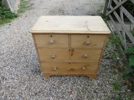 VICTORIAN CHEST OF DRAWERS -- 4 DRAWERS --