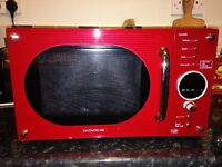 Daewoo 800w Microwave in Red