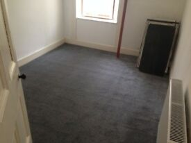1 bedroom flat with large box room, to let port glasgow £350 pcm