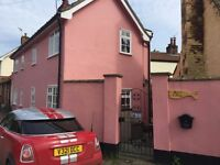 Cosy 3 bedroom cottage in Holton Village, gas central heating, fully newly furnished, secure patio.
