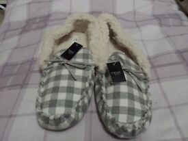 Ladies Size 8 Moccasin Slippers