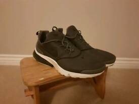 Mens Nike Trainers sz 10