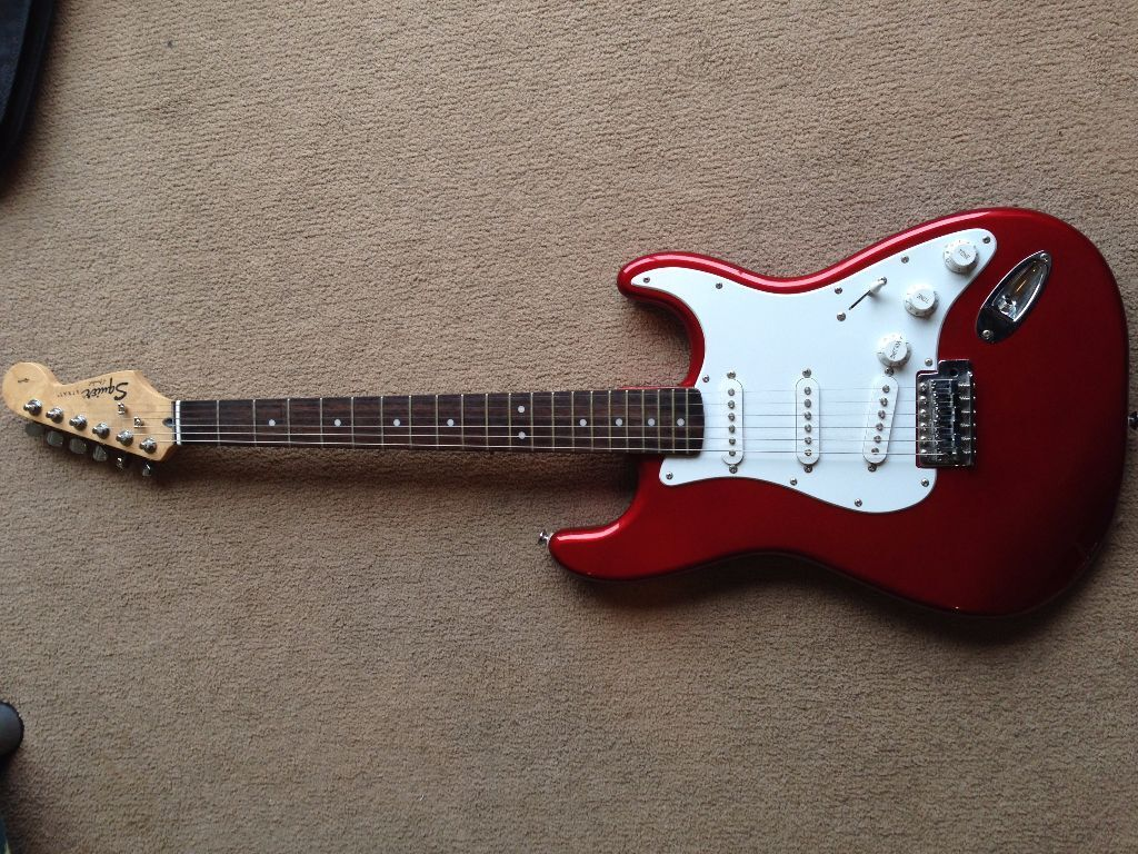 fender squier stratocaster electric guitar cherry red with carry case and stagg 10ga amp in. Black Bedroom Furniture Sets. Home Design Ideas