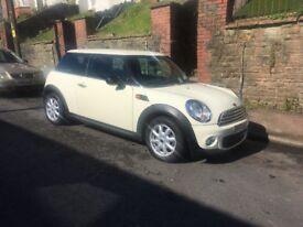 White Mini Cooper 1.4