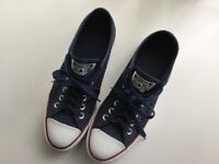 LADIES CONVERSE ALL STAR TRAINERS. SIZE EIGHT.