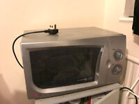 LG silver Microwave Cat E 800W clean working condition £18 pick up only