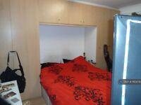 1 bedroom in Spring Grove Road, Hounslow, TW3 (#1163079)